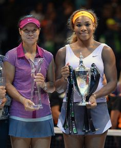 Serena Williams of the USA holds her trophy after her victory over Li Na of China, left, in the final of the WTA Championship in Istanbul, T...