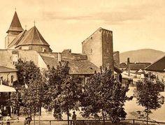 Orasul Ghimbav, situat in judetul Brasov, este unul dintre orasele istorice ale tarii noastre. Cunoscut in limba germana ca Weidenbach, acest oras este prea putin cunoscut de catre multi dintre romani, in ciuda semnificatiei sale istorice.  Totusi, cei care detin o casa Weidenbach cunosc dedesubturile istorice ale acestui teritoriu. Romani, Painting, Cots, Wicker, Painting Art, Paintings, Painted Canvas, Drawings