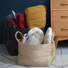 Available in two colours: Natural/ Dark Grey This high quality stylish hand woven jute basket makes the ideal storage box. Perfect for Toys, Books/Magazines...