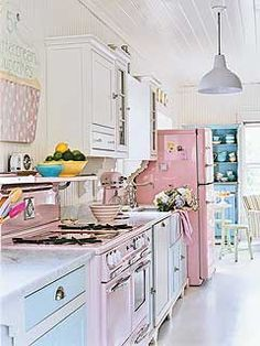 i want this kitchen, i've got the pink kitchen aid mixer so im half way there.