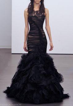 http://1.bp.blogspot.com/-ChWZGVbXllQ/UKppzZi3u2I/AAAAAAAATDA/NiA7E6BfrDc/s1600/Vera+Wang+Fall+2012+Bridal+Collection+14.jpg