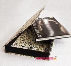 Caixa Livro em cartonagem com revestimento em tecido e couro ecológico