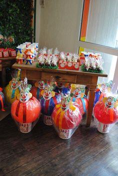 Mesa guloseimas e lembrancinhas tema circo! Carnival Party Games, Clown Party, Circus Theme Party, Carnival Birthday Parties, Carnival Themes, Circus Birthday, First Birthday Parties, Birthday Party Themes, 1st Birthdays