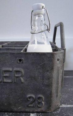 bottle in zinc box by Italiandipity Industrial Chic, Vintage Industrial, Bottles And Jars, Milk Bottles, Gray Matters, Milk Cans, Vintage Bottles, Style Retro, Galvanized Metal
