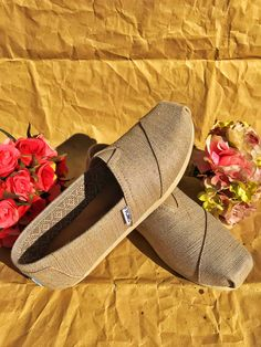 The forerunner of Spring: the new TOMS collection! Red Toms, Shoe Collection, Summer Shoes, Shoe Brands, Blue Denim, Espadrilles, Footwear, Pairs, Spring