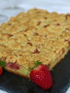 Gâteau moelleux fraise - rhubarbe avec crumble croustillant
