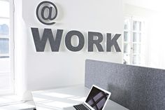 Sound Off letters, cijfers en tekens. (lettertype Arial Black) Akoestisch polyester, bekleed met vilt (div. kleuren). Afmeting : 350mm hoog, 50mm dik