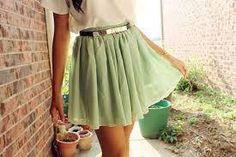 Falda suelta de color verde claro
