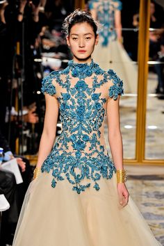 marcuesa fashion. Beautiful dress.  Too bad it's thousands of dollars!