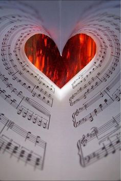 Notas musicais, asas da canção com toque especial do coração...