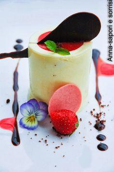 ANNA-SAPORI E SORRISI: Bavarese alla vaniglia e coulis di fragole