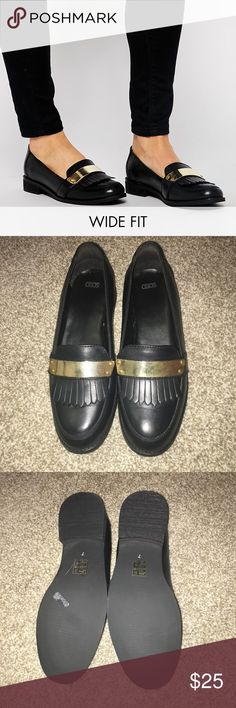 """🆕 Wide Fit Asos Loafers With Gold Plating Detail Never Worn wide fit black loafers with gold detailing and loafer fringe. .5"""" heel. NEW with box. ASOS Shoes Flats & Loafers"""