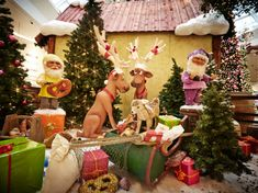 Grottos in shopping centers Festival Decorations, Table Decorations, Shopping Center, Countries, Gingerbread, Festive, Fill, Holiday, Christmas