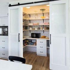 Просторная кладовка на кухне