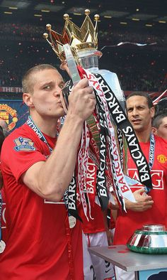 Nemanja Vidic of Manchester United celebrates with the Premier League trophy after the Barclays Premier League match between Manchester United and Arsenal at Old Trafford on May 16 2009 in. Get premium, high resolution news photos at Getty Images Manchester United Wallpaper, Manchester United Images, Manchester United Legends, Manchester United Champions, Manchester United Players, Manchester United Old Trafford, Manchester England, David Beckham Football, Barclay Premier League