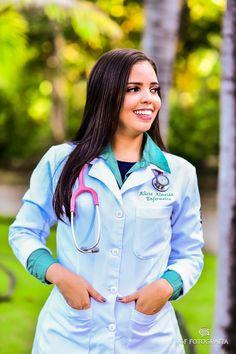 College Graduation Pictures, Graduation Picture Poses, Graduation Photoshoot, Female Surgeon, Nursing Goals, Beauty Uniforms, Doctor Drawing, Beautiful Nurse, Medical Wallpaper