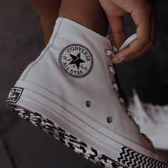 Dr Shoes, Swag Shoes, Hype Shoes, Me Too Shoes, Shoes Sneakers, Nike Vans, Mode Converse, Diy Converse, Galaxy Converse
