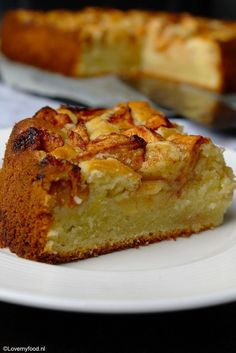 fresh apple cake with yogurt and lemon 2 Apple Recipes, Baking Recipes, Sweet Recipes, Cake Recipes, Dessert Recipes, Pie Cake, Brownie Cake, No Bake Cake, Gourmet Desserts