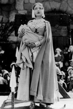 Lillian Gish in 'The Scarlet Letter (1926)