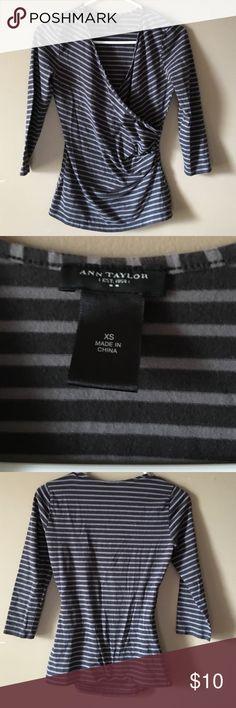 🤑Ann tylor sz xs Use good condition Ann Taylor Tops Tunics