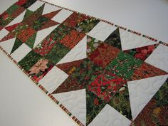 Quilted Table Runner, Christmas Patchwork Star Table Mat, Red and Green Winter Table Decor, Quiltsy Handmade by VillageQuilts on Etsy