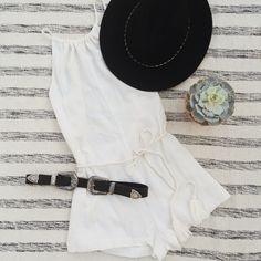 Black & White #outfit #hat #romper #bribri #blowthebelt #flatlay #blog  https://www.instagram.com/emma_hentzen/