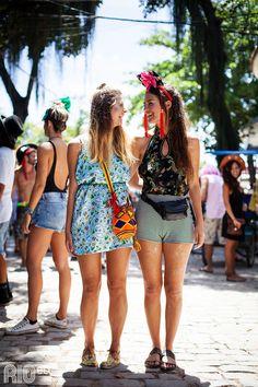Folia em dupla no Carnaval do Rio. Roupas leves e confortáveis, purpurina no corpo e sorrisos nos rostos!