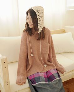 cute knit hat and long shirt!