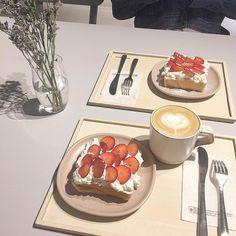 Cute Desserts, Dessert Recipes, Cake Recipes, Korean Cafe, Tasty, Yummy Food, Food Places, Food Goals, Cafe Food