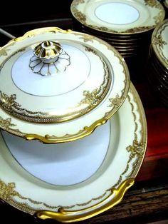 A versitile gold white pattern by Noritake. Fine China Patterns, Pottery Marks, Ancient China, Noritake, Coffee Set, Antique China, Bellisima, Dinnerware, Antiques