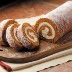 Favorite Pumpkin Cake Roll Recipe -This pumpkin cake roll is great to keep in…