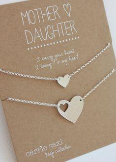 Madre e hija pulsera conjunto características un corte mano corazón silueta encanto pulsera para mamá y pulsera del encanto delicado corazón de hija.