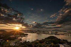 Por so sol na cidade de Vitória - ES - Brazil, visto do Morro do Moreno