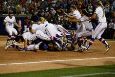 2014 Florida Softball - National Champions - GatorZone.com    UF Women Win Best Womens Program in USA in 2013-2014