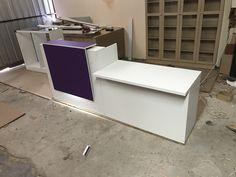 Reception Desk Design, Office Reception, Office Furniture, Office Desk, Cash Counter, Clinic Interior Design, Fashion Displays, Counter Design, Cosmetic Shop