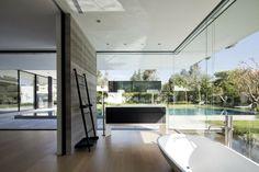 Casa http://www.arquitexs.com/2014/03/casa-Float-Pitsou-Kedem-Architects-Tel-Aviv.html