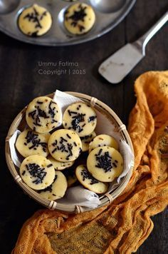 Kue Cubit, this is like mini dorayaki/pancake, and tastes sooo good. [Recipe in Indonesian]