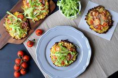 Disse minipizzaer med grøntsagsbund er perfekte til madpakken, da de næsten smager bedre kolde en varme og derudover kan de varieres i det uendelige.