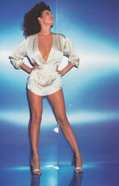 Raquel Welch Film Fantastic, Beaches Film, Hot Poses, Raquel Welch, New Star, Female Images, American Actress, The Past, Beautiful Women