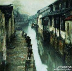 陈逸飞 作品《古镇水街》 --- 这件蓝色基调的水乡作品,人们看到的是温婉、宁静、古朴的江南水乡。淡淡的写意,经西洋的画笔涂抹出来,展现在眼前的却是让人耳目一新的东方唯美。