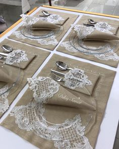 19 Dinner Table Decorations For Home Christmas Table Settings, Baby Girl Crochet, Quilling Designs, Linens And Lace, Crochet Videos, Diy Pillows, Dinner Table, Diy And Crafts, Sewing Projects