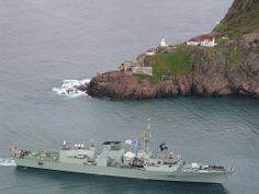 HMCS St Johns - a Halifax class frigate . Royal Canadian Navy, Navy Day, Us Navy Ships, Man Of War, Canadian History, Military Life, Submarines, Aircraft Carrier, Battleship