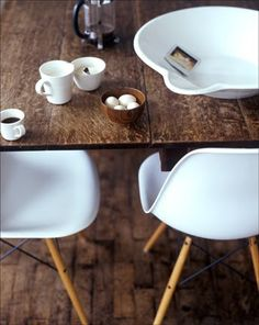 47 Ideas for kitchen table modern white eames chairs White Eames Chair, Eames Chairs, White Chairs, Rustic Table, Wooden Tables, Farm Tables, Home Interior Design, Interior Architecture, Table And Chairs
