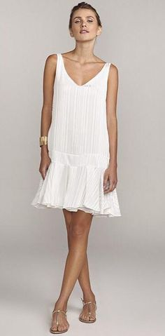 White Gown Dress, White Dress Summer, White Gowns, Little White Dresses, Lovely Dresses, Simple Dresses, Beautiful Outfits, Dress Skirt, Dress Up
