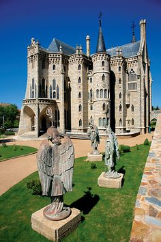 The Episcopal Palace of Astorga. 1889-1913. Astorga, Leon, Spain. Architect: Antoni Gaudí ~~ For more:  - ✯ http://www.pinterest.com/PinFantasy/arq-~-antoni-gaud%C3%AD/