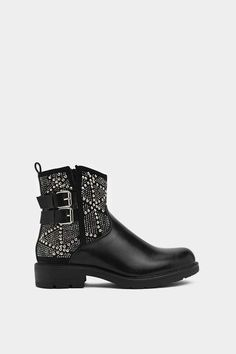 Nothing says footwear fan like the perfect pair. Shop all womens boots & booties at Nasty Gal incl. Top Shoes, Me Too Shoes, Cool Shoes For Women, Bootie Boots, Ankle Boots, Chunky Boots, Boot Shop, Winter Boots, Block Heels