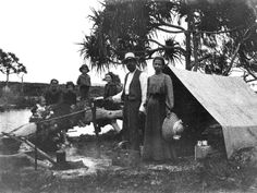 StateLibQld_1_75121_Byrne_family_camping_at_'The_Waterhole',_Fraser_Island,_Queensland,_ca._1907.jpg (1000×753)