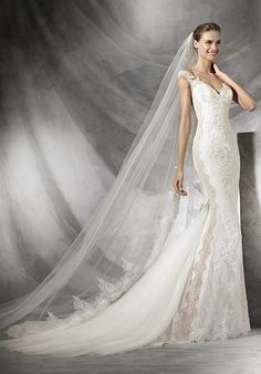 Mermaid styled wedding dress with sweetheart neckline and lace appliqué details I Style: TAMAR I by PRONOVIAS I http://knot.ly/6496BFSUn