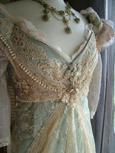 """Original Handmade Vintage Inspired Cinderella """"Ever After Breathe"""" Wedding gown Victorian Empire Style - I am in love! This makes me want to go look at fabrics or see what she can do with the Victoriana dress I have. Vintage Outfits, Vintage Gowns, Dress Vintage, Vintage Clothing, Chic Clothing, Vintage Party, Edwardian Fashion, Vintage Fashion, Edwardian Gowns"""
