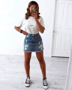 it-girl - t-shirt-e-jeans - t-shirt - verão - street-style - Looks para Roubar . - it-girl – t-shirt-e-jeans – t-shirt – verão – street-style – Looks para Roubar Agora – Source by fabriccraftsishiers - Grunge Style Outfits, Cute Casual Outfits, Summer Outfits For Teen Girls Casual, Hipster Outfits, Casual Summer, Mode Instagram, Instagram Outfits, Instagram Fashion, T-shirt Und Jeans